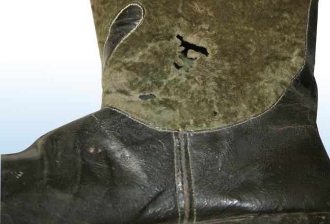 Stivale di Giuseppe Garibaldi forato da pallottola - Foto Russo
