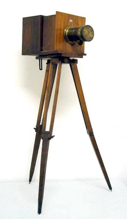 Fotocamera su treppiedi - 1860