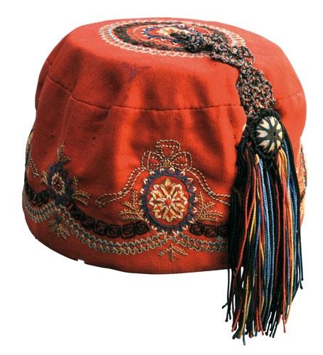 Il 'bonetto' è un berretto di velluto rosso con ricami arabescati, appartenuto a Garibaldi; quello conservato nell'archivio Sgarallino, autenticato da una missiva di Garibaldi, venne indossato dal Generale il 24 gennaio 1875, giorno in cui partecipò ai lavori della Camera