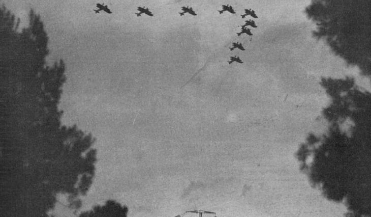 81^ Squadriglia in formazione a volo rovesciato