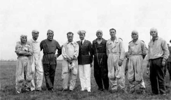 Aviano - Estate 1930 - I componenti della Pattuglia acrobatica (ad esclusione del ten. Gigli) che parteciparono alla Crociera dell'Europa Orientale