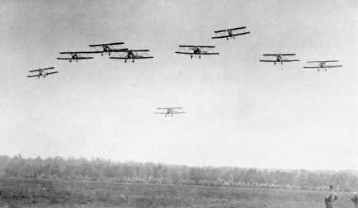 La prima pattuglia acrobatica italiana in volo su Campoformido