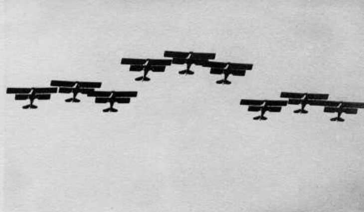 La Squadriglia Folle in esibizione al 2° Giorno dell'Ala - Aeroporto del Littorio - 26 Maggio 1932