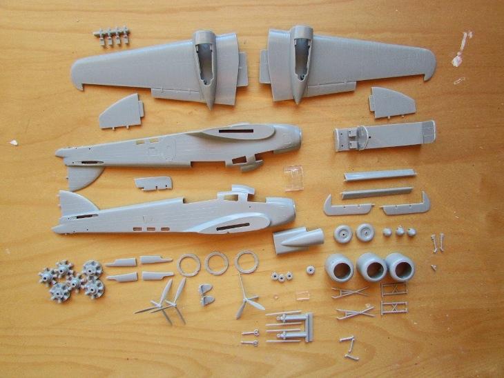 Alcuni lavori sulle parti (metà ruota incollati, alcune aperture fusoliera tranciati, interni parzialmente completate, pulizia generale)