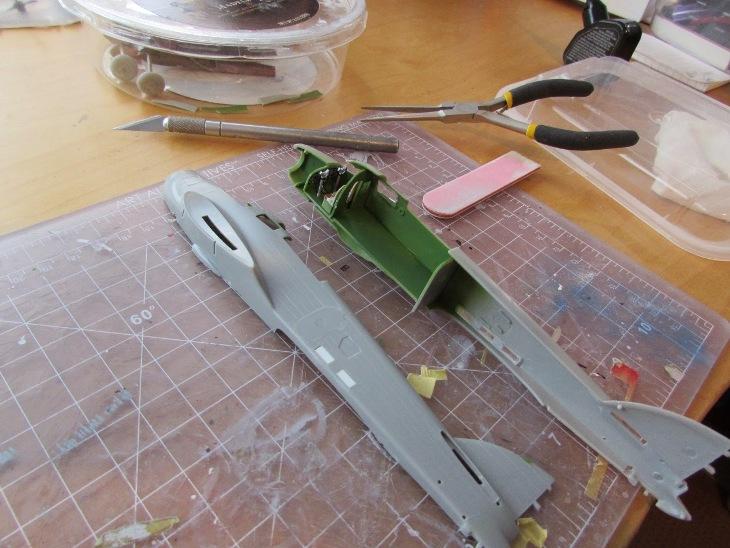 L'interno è incollato ad un lato della fusoliera. Inoltre vengono eliminate alcune aperture
