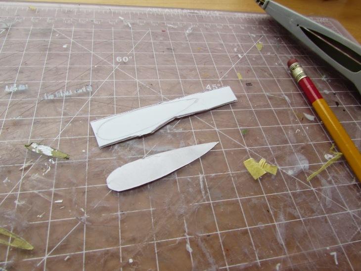 La carta verrà tagliata e trasferita su uno strato di stirene dello stesso spessore del pavimento della fusoliera (in questo caso si può utilizzare una rimanenza un kit vac-form, o si acquista un foglio di stirene)