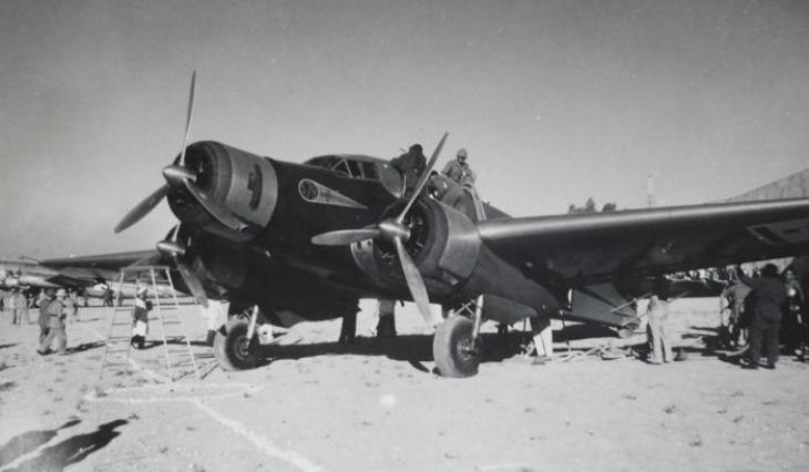 Un S.79C in fase di rifornimento a Damasco