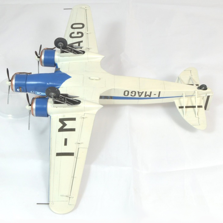 Vista ventrale del Savoia-Marchetti S.79 P.III