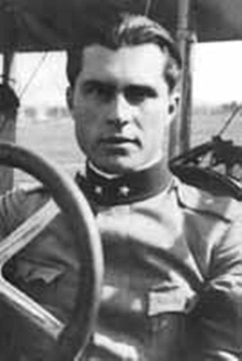Tenente Giorgio Pessi (Giuliano Parvis)