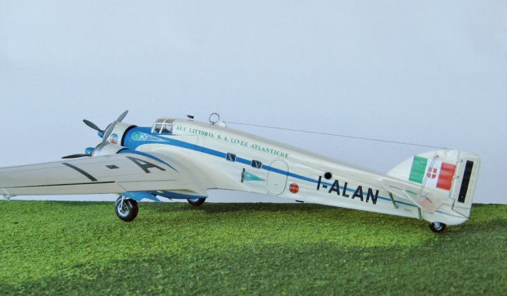 8 - Modello in 1/72 del Savoia Marchetti S.M.79 - Ala Littoria -Realizzazione e foto di Gabriel Stern