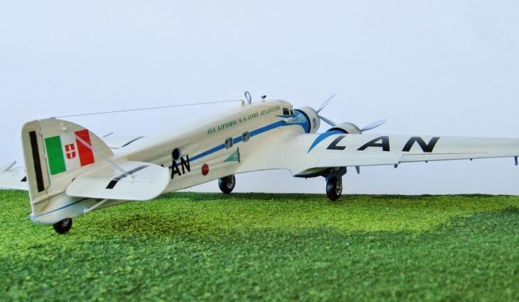 9 - Modello in 1/72 del Savoia Marchetti S.M.79 - Ala Littoria -Realizzazione e foto di Gabriel Stern