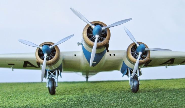 13 - Modello in 1/72 del Savoia Marchetti S.M.79 - Ala Littoria -Realizzazione e foto di Gabriel Stern