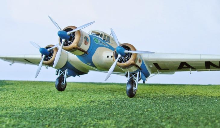 14 - Modello in 1/72 del Savoia Marchetti S.M.79 - Ala Littoria -Realizzazione e foto di Gabriel Stern