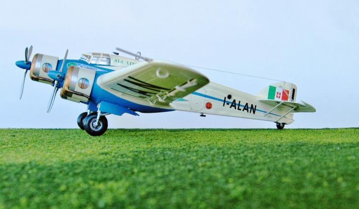 16 - Modello in 1/72 del Savoia Marchetti S.M.79 - Ala Littoria -Realizzazione e foto di Gabriel Stern