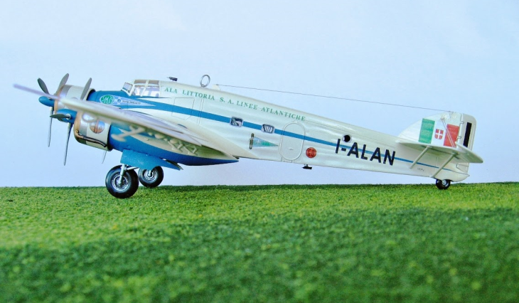 17 - Modello in 1/72 del Savoia Marchetti S.M.79 - Ala Littoria -Realizzazione e foto di Gabriel Stern