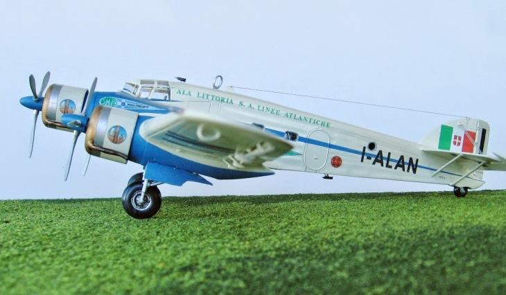 6 - Modello in 1/72 del Savoia Marchetti S.M.79 - Ala Littoria -Realizzazione e foto di Gabriel Stern