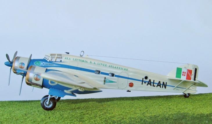 7 - Modello in 1/72 del Savoia Marchetti S.M.79 - Ala Littoria -Realizzazione e foto di Gabriel Stern