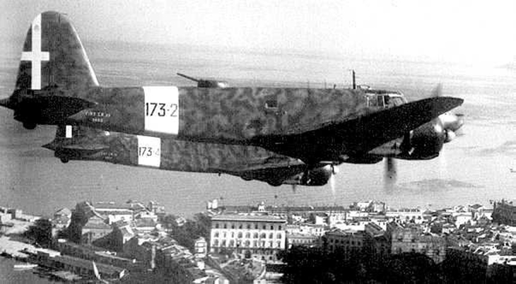 Fiat CR.25 in volo sul porto di Palermo - 1941
