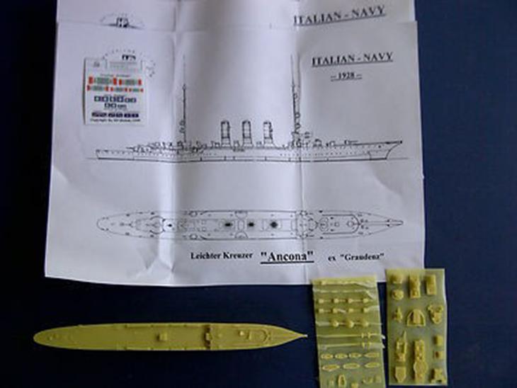 Contenuto del modello in resina HP Models in 1/700 della RN Ancona